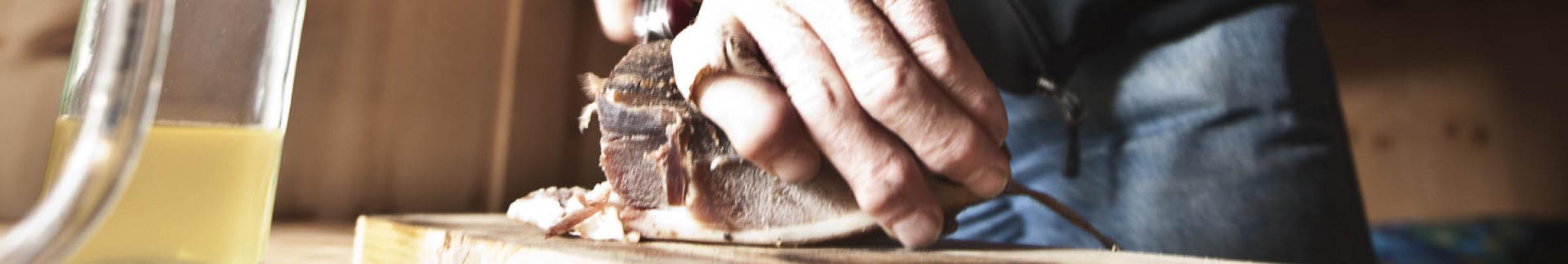 Öffentliche Mittagstische bieten Seniorinnen und Senioren die Möglichkeit, in Gesellschaft zu essen.