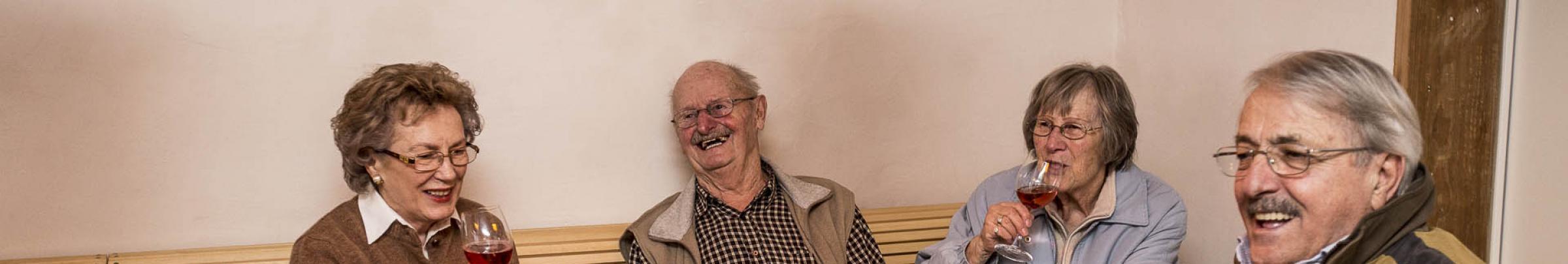 Die heutigen Senioren-Vereinigungen setzen sich für die Anliegen ihrer älteren Mitglieder ein.